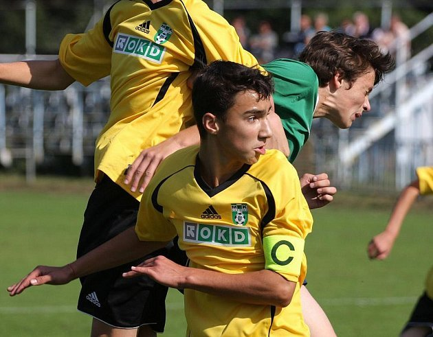 Lukáš Kurušta (s kapitánskou páskou) dal první gól svého týmu.