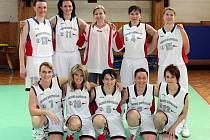 Sestava zkušených basketbalistek Havířova, mistryň republiky v maxibasketu.