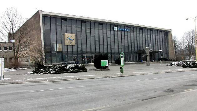 Chátrající železniční nádraží v Havířově