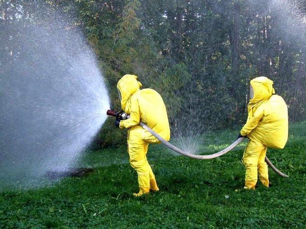 Situaci při úniku čpavku trénovali minulý týden havířovští hasiči.