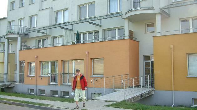 Obec Albrechtice teprve nedávno splatila úvěr na nutnou rekonstrukci domu.