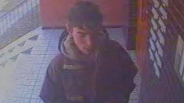 Další hloupý zloděj se nechal natočit kamerou, kterou ukradl