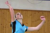 Karvinské volejbalistky (na snímku Pavla Kukuczková) vyhrály jednou ve Svitavách.