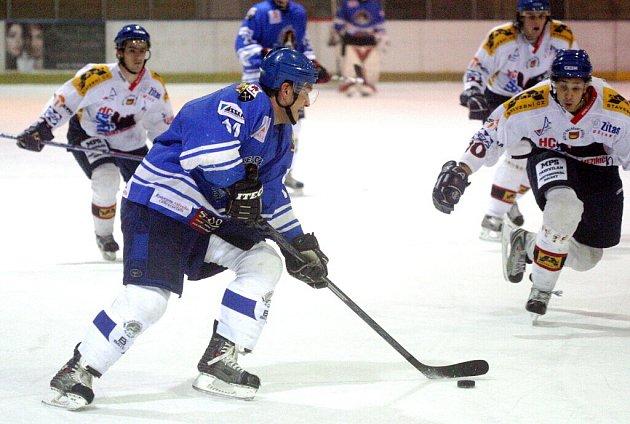 A jedeme dál! Orlovští hokejisté zametli s Novým Jičínem a atakují druhé místo v tabulce.