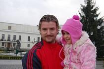 Jan Laštůvka (na archivním snímku s dcerou Angelinou) je na Vánoce doma.
