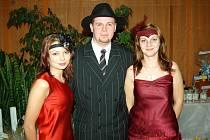 Ples alá 30. léta se konal v pátek v Bohumíně. O zajímavé dobové kostýmy nebyla nouze.