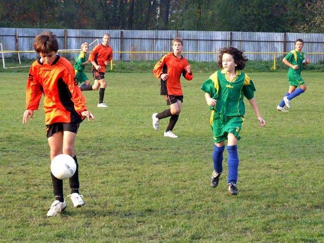 Starší žáci hráli také pohár. Semifinále svedlo proti sobě havířovské celky ČSAD a MFK. Úspěšnějí byli Indiáni, kteří postoupili po penaltách do finále.