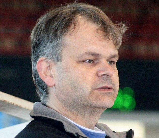 Trenér karvinských hokejistek Tomáš Výtisk.