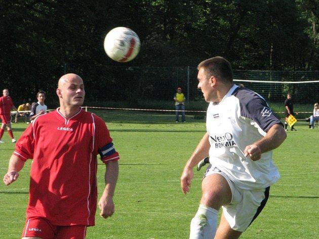 Stonavští fotbalisté se loučili vítězně - rozebrali sestupující Příbor.