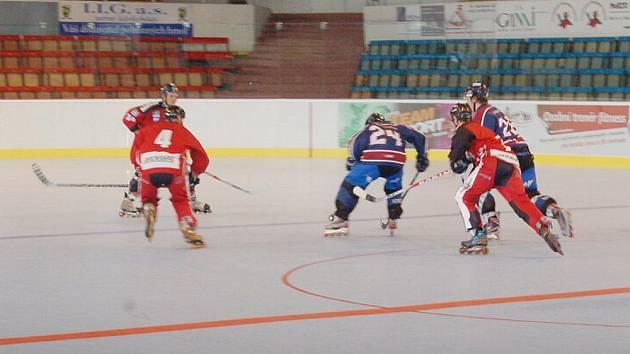 Inline hokejisté Havířova (v červeném) neprožili ideální domácí premiéru v extralize.