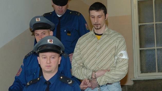 Obžalovaný Polák svou vinu na vraždě popírá.