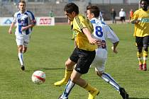 Fotbalisté MFK OKD Karviná (ve žlutém) prohráli v Ústí 1:2 po slibném výkonu.