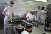 Na karvinské Střední škole techniky a služeb skládali budoucí kuchyři praktické maturity