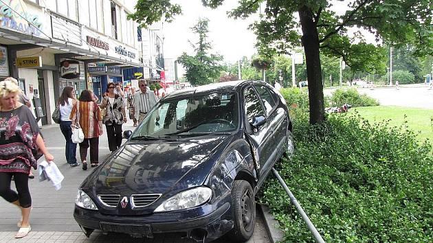 Takto zaparkoval opilý řidič