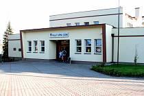 Kulturní dům s kinem na náměstí v Horním Těrlicku.