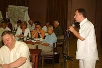 Jednání městského zastupitelstva.