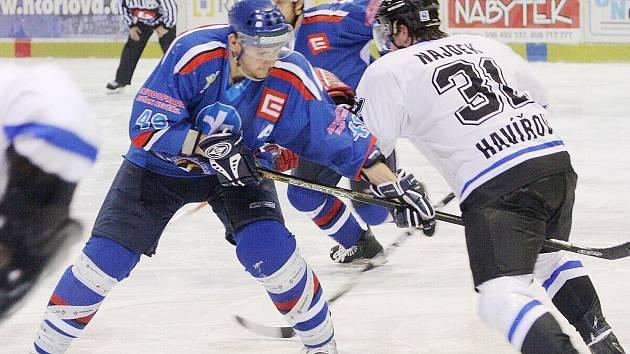 Havířovští hokejisté (vpravo Robert Najdek) pokračují ve vítězné sérii.