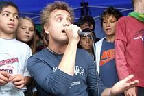 Michal Hudček vzal při svém vystoupení děti k sobě a společně s nimi zazpíval své písně ze SuperStar i vlastní hity.
