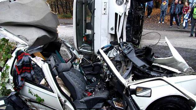 Peugeot byl při nehodě a následném vyprošťování totálně zničen.