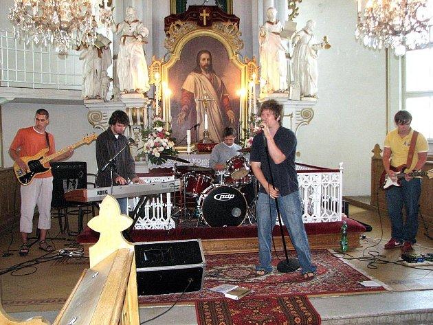 Koncert kapely R.E.J. v bludovickém evangelickém kostele