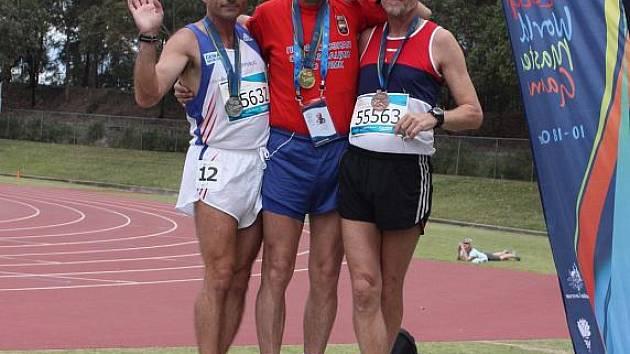 Vlevo stříbrný medailista z veteránské olympiády Miroslav Kravčík.