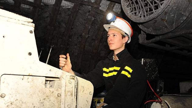 Společnost OKD si ve svých studijních oborech vychovává mladé důlní odborníky.