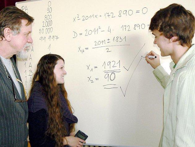 Řešení rovnice, jejíž výsledek připomněl rok založení a výročí českotěšínského gymnázia