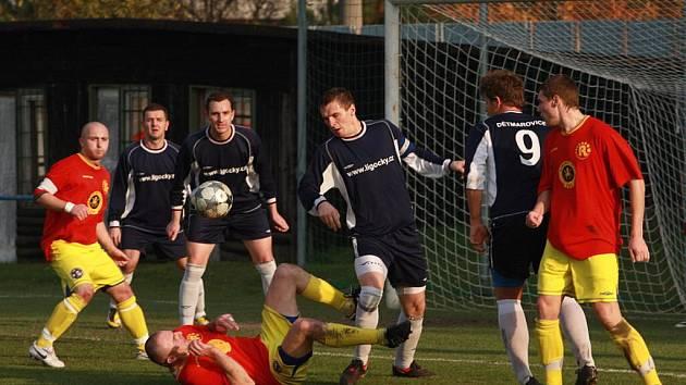 Zápas Dětmarovice (modré dresy) - Opava 2004 byl hodně nervózní a vyhecovaný. Nervy pochodovaly.