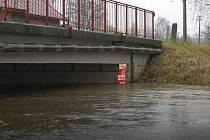 V Petrovicích se kvůli celodennímu dešti rozvodnila říčka Petrůvka