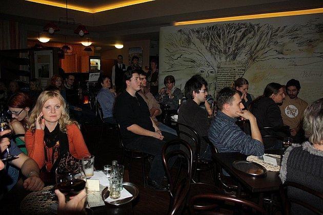Koncert kapely Odnaha v pátek v podvečer v kavárně Noiva v Českém Těšíně.