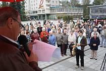 Demonstrace nespokojených seniorů a pečovatelů o tělesně postižené