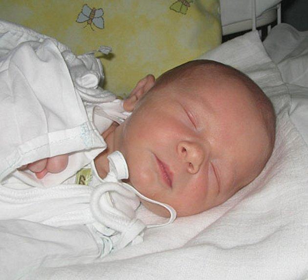 Paní Liliji Chachlauskiene z Karviné se 19. srpna narodil syn Daniel. Po narození chlapeček vážil 3000 g a měřil 48 cm.