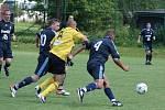 Karvinští fotbalisté (ve žlutém) odehráli poslední přípravu.