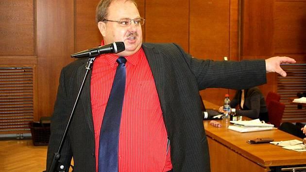 Náměstek hejtmana MSK Miroslav Novák na jednání havířovského zastupitelstva o spalovně.