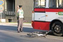 Nehoda cyklisty s autobusem