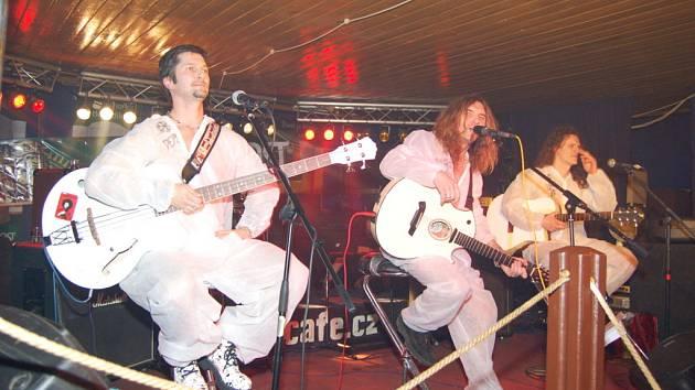 Karvinská rocková skupina Doga zahrála na Boží hod svůj tradiční vánoční unplugged koncert v klubu Hard Cafe