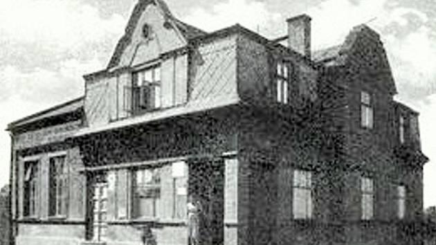 Dělnický dům ve Fryštátě v třicátých letech minulého století.