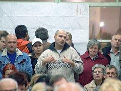 etkání v Zimném Dole proběhlo bez zástupců OKD, a tak se lidé názory protistrany nedozvěděli.