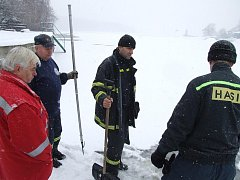 Hasiči a záchranáři zkoušeli pevnost ledu