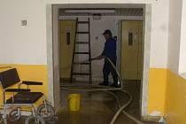 V bohumínské nemocnici vytopila povodeň suterény tří objektů. Personál čistí, uklízí a dezinfikuje