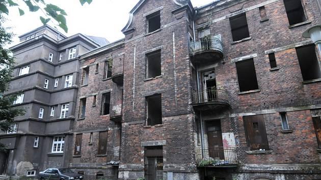 Cihlové domy na Štramberské ulici dokládají původní zástavbu Vítkovic. Na jejich opravu ale radnice nemá dost peněz.