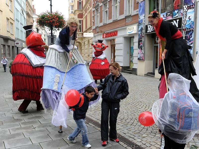 Od pondělí do pátku probíhá v Ostravě Mezinárodní loutkářský festival, který pořádá Divadlo loutek Ostrava. Festival nese název Spectakulo interesse 2011.