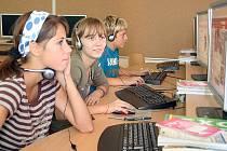 Školáci ve Stonavě mají nově vybavené učebny.