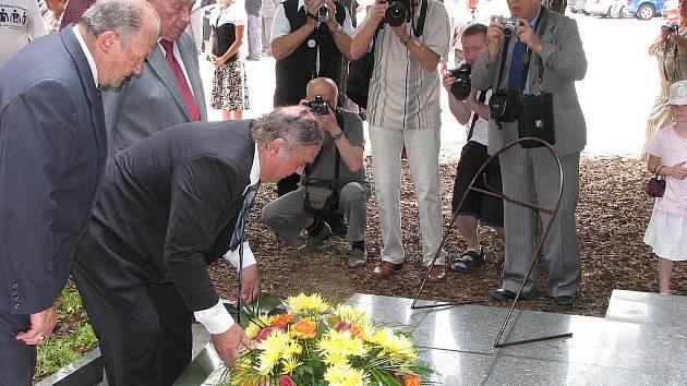 Vzpomínkový akt u památníku 108 obětí důlního požáru v Dole Dukla