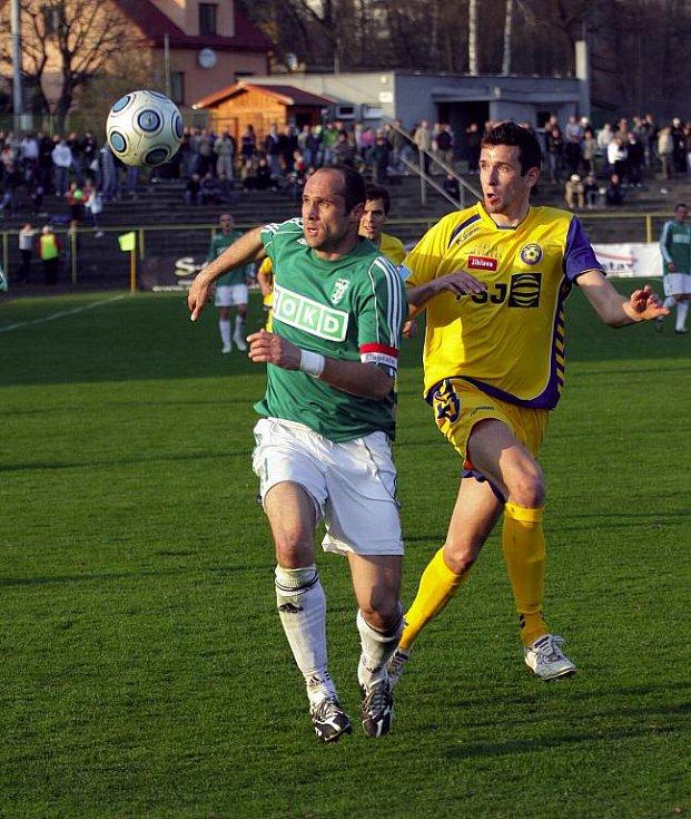 Karvinští fotbalisté (v zeleném) se s Jihlavou rozešli smírně 1:1.