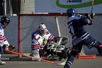 Hokejbalisté Karviné prohráli v Kladně i Praze. Výkonem však rozhodně nezklamali, což tím tuplem platilo o gólmanu Barátovi.