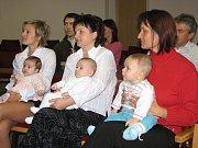 Sedm rodin přišlo do obřadní síně na druhé letošní vítání nových těrlických občánků.