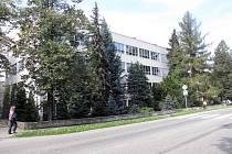 Českotěšínské gymnázium na snímku z roku 2010