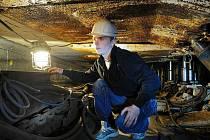 Tomáš Siuda, student druhého ročníku oboru důlní zámečník ze Střední školy techniky a služeb v Karviné, na exkurzi ve Cvičné štole Dolu Paskov.