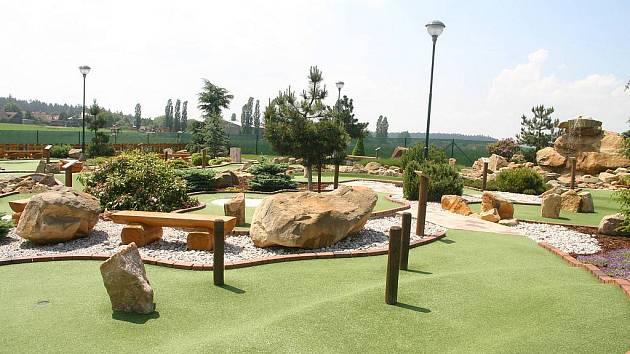 Takto by to mělo příští rok v Bohumíně na minigolfu vypadat. Tvůrci návrhu se inspirovali hřištěm v Bezděkově u Prahy.